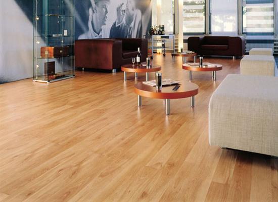 Chọn gạch men vân gỗ hay sàn gỗ công nghiệp 1
