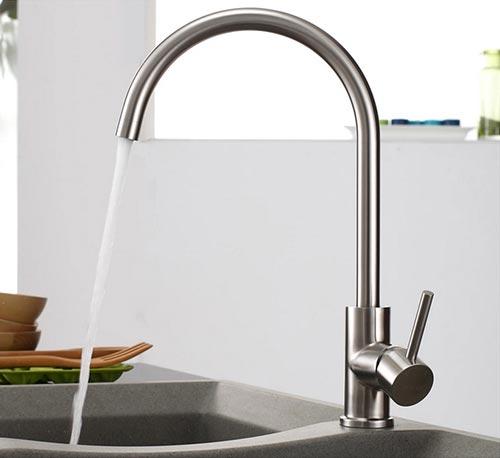 Khi tắt mở vòi nước nên nhẹ nhàng, không nên dùng quá sức