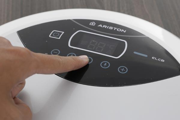 Bình nóng lạnh trực tiếp Ariston Aures Luxury Round RT45E-VN