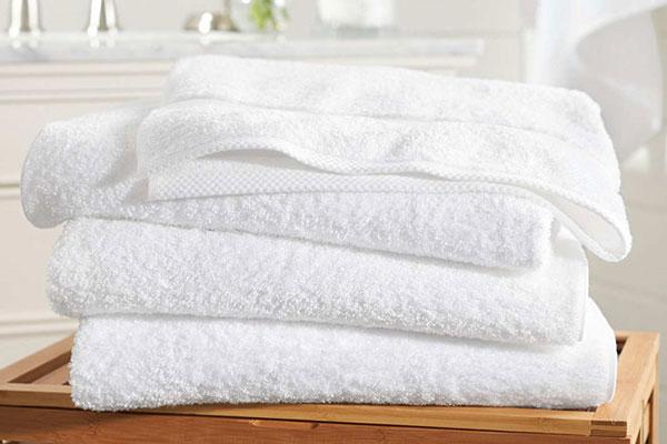 Sử dụng khăn tắm chất liệu cotton