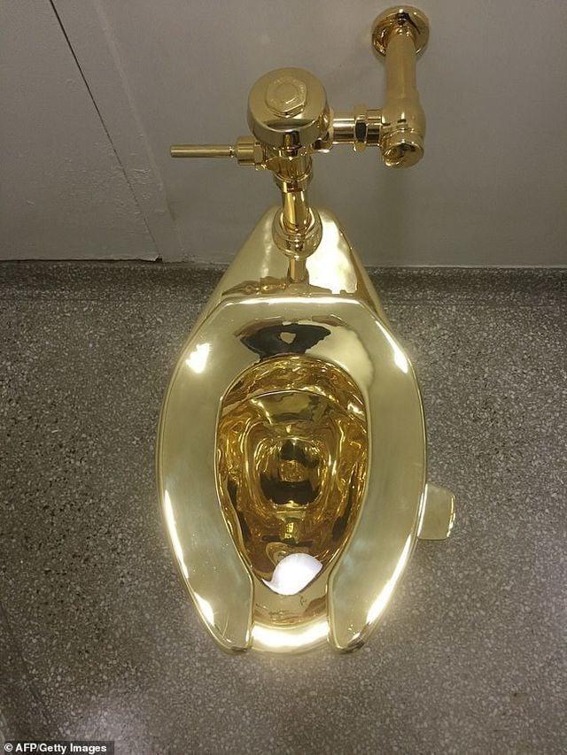 Bồn cầu mạ vàng Royal ToTo NP-0008