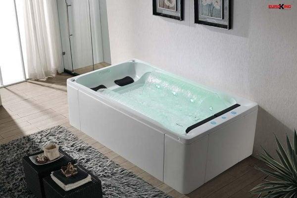 Bồn tắm mát xa spa là thiết bị được sản xuất rất thích hợp cho các biệt thự sân vườn