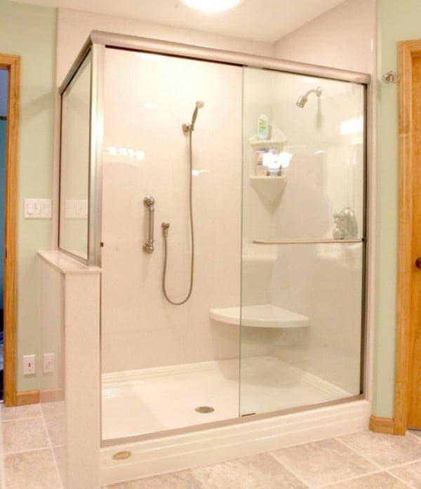 Chất liệu của phụ kiện ảnh hưởng rất lớn đến quá trình lắp đặt vách kính tắm đứng