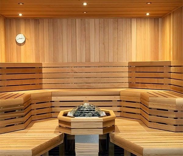 Phòng xông hơi theo yêu cầu được làm từ chất liệu gỗ, có khả năng chịu nhiệt, chịu ẩm tốt