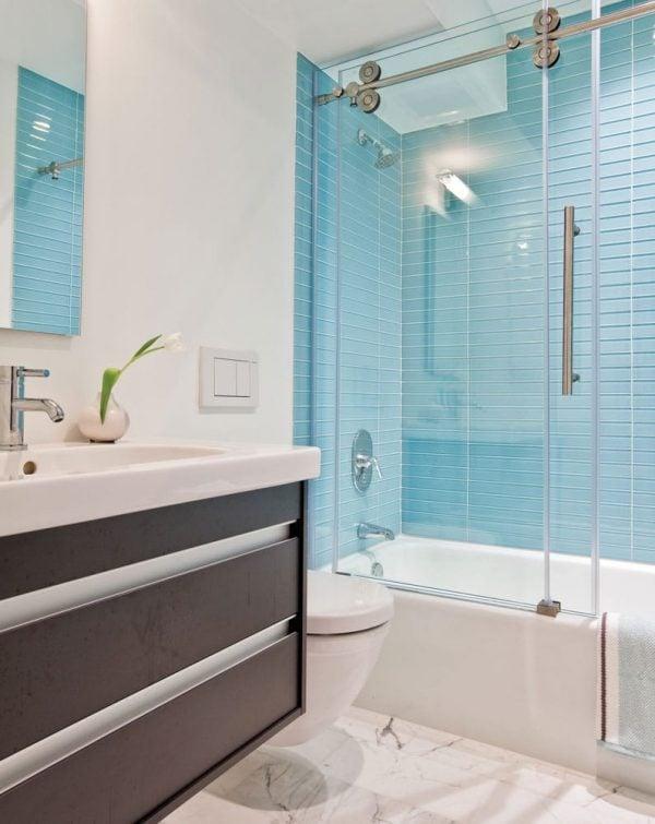 Vách tắm kính 90 độ được sản xuất với chiều cao từ 1800mm đến 2200mm