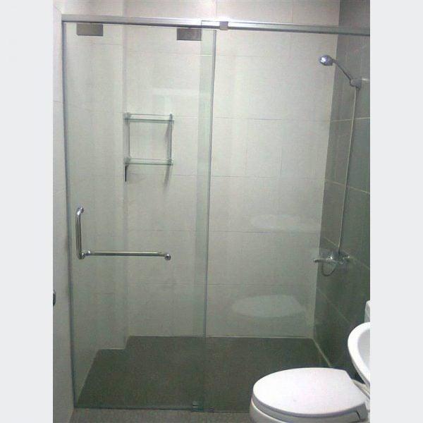 Giá thành của vách tắm kính phụ thuộc vào kích thước, hình dáng, thương hiệu của sản phẩm