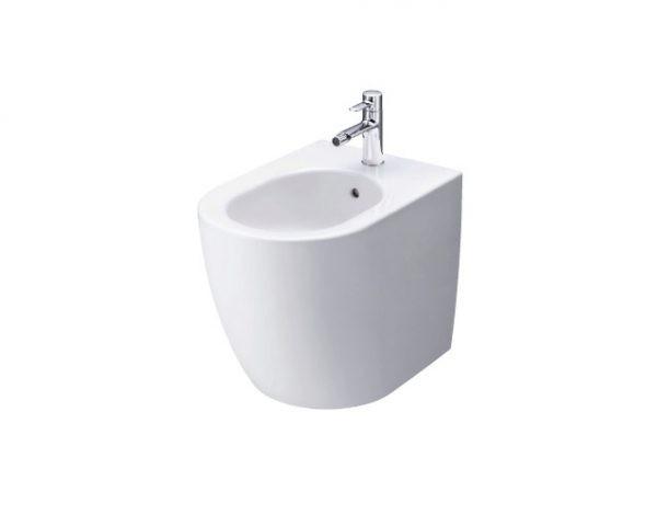 Bồn tiểu màu trắng cho phép người dùng dễ lau chùi