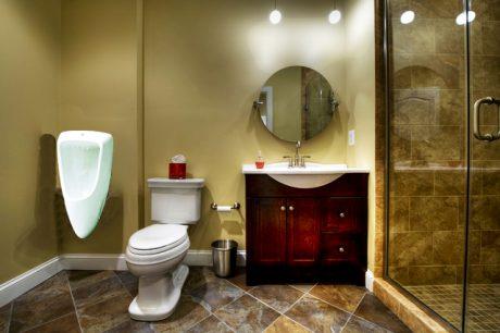 Tại sao bạn nên lựa chọn tiểu nam treo tường cho toilet