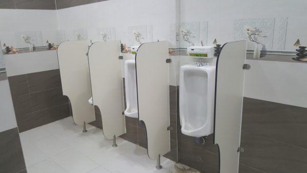 Sử dụng các tấm lót khử mùi được nhiều người sử dụng trong khử mùi tiểu nam