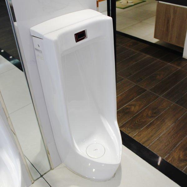 Tiểu nam Caesar là thiết bị có khả năng tiết kiệm nước hiệu quả sau mỗi lần sử dụng
