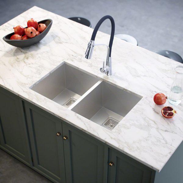 Mua chậu rửa chén đúc nguyên khối người dùng cần quan tâm đến thương hiệu sản phẩm.