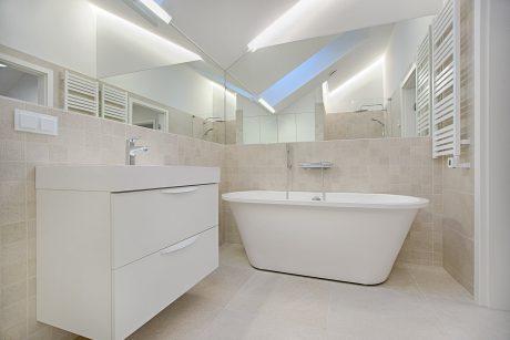 Nên chọn bộ tủ chậu thiết kế theo yêu cầu của TOTO hay INAX