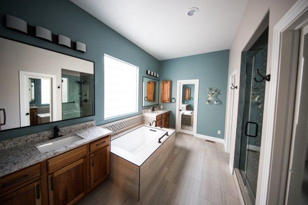 Tủ chậu gương vòi mang đến sự sang trọng cho không gian phòng tắm