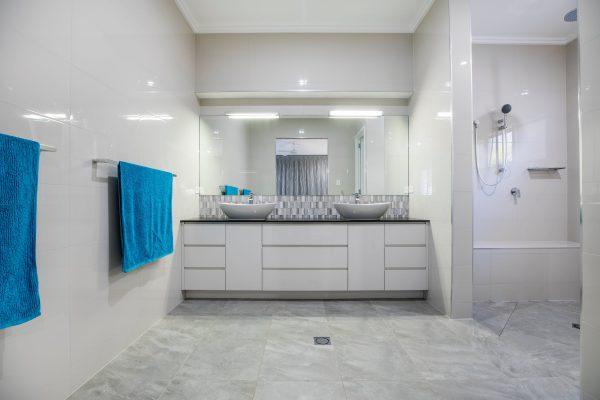 Bộ sản phẩm mang đến vẻ đẹp sang trọng cho không gian phòng tắm
