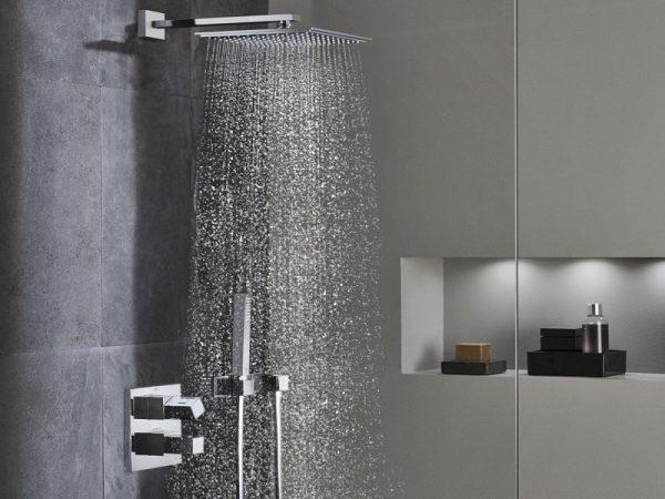 Bộ sen tắm âm tường toto được nhiều người sử dụng