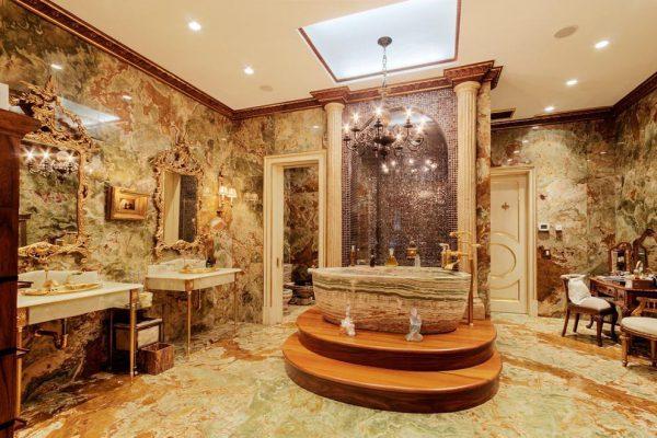 Sen cây tắm mạ vàng Toto mang lại cảm giác thư giãn và thoải mái nhất cho người sử dụng