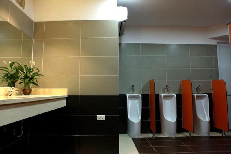 7 thiết bị vệ sinh không thể thiếu trong phòng vệ sinh công cộng