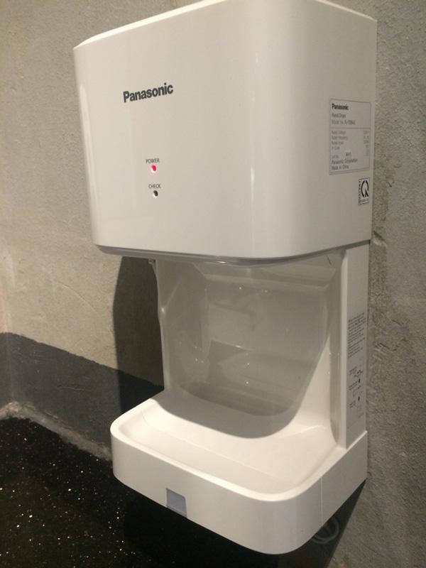 Máy sấy khô tay Panasonic có giá thành phải chăng