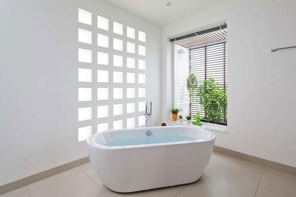 Kích thước bồn tắm nằm Inax phù hợp với từng không gian