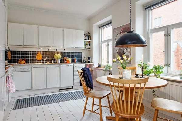 Phòng bếp liền kề nối với phòng khách của nhà ống 1