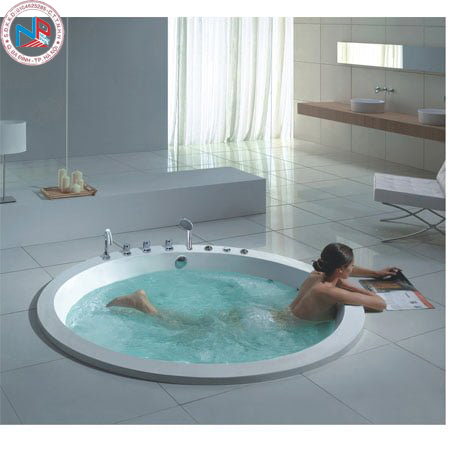 Bồn jacuzzi size lớn dành cho phòng tắm