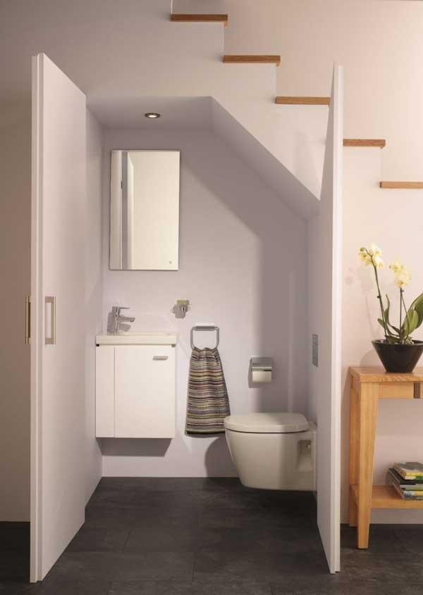 Một số mẫu nhà vệ sinh dưới gầm cầu thang đẹp tham khảo 5