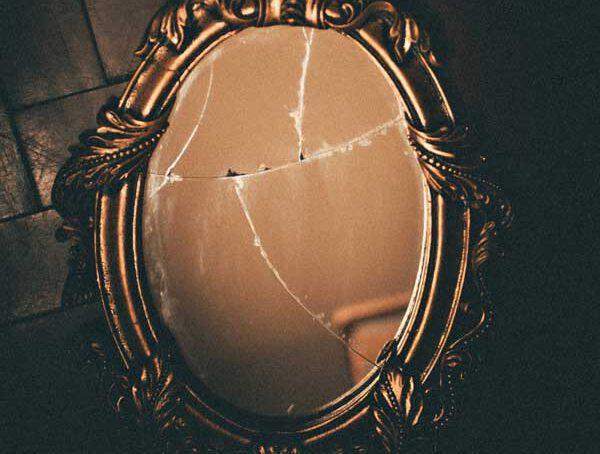 Gương vỡ có điềm gì? Cách hóa giải để tránh gặp xui xẻo