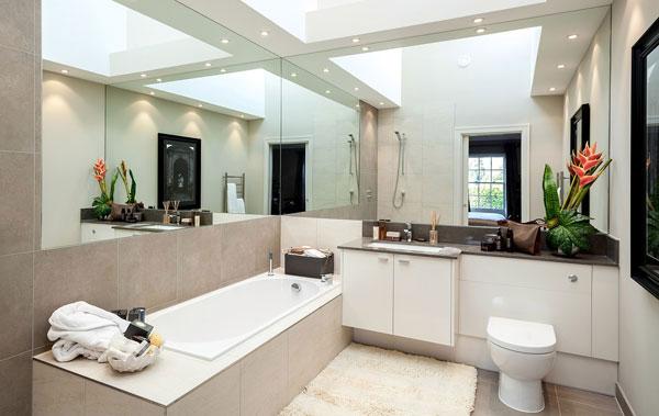 Tránh để gương chiếu thẳng vào bồn tắm 1