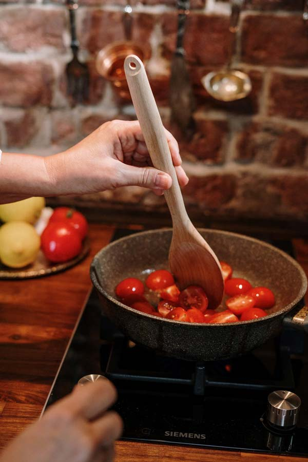 Bếp từ kén nồi dùng hơn với bếp hồng ngoại 1