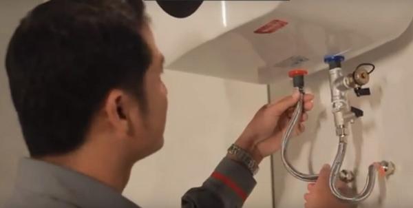 Cách súc rửa bình nóng lạnh ariston cách vệ sinh tại nhà